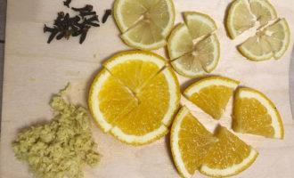 Приготовление чая с имбирём и лимоном