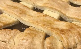Открытый пирог с яблочным повидлом