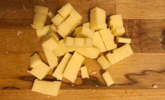 Нарезанный сыр для салата