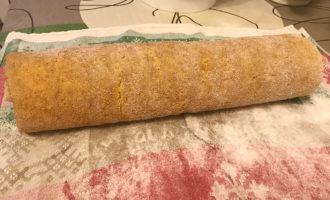 Рулет с кремом из творожного сыра