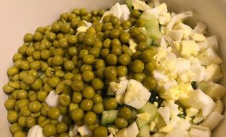Рецепт Оливье с зелёным горошком