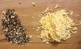 Сыр и грецкие орехи