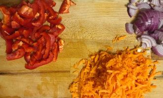 Перец, лук и морковь