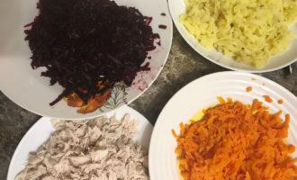 Свёкла, картофель, морковь и курица