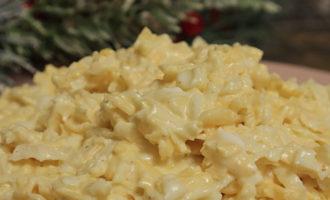Салат из чёрной редьки с сыром и яйцом