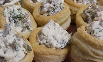 Тарталетки с грибами и творожным сыром