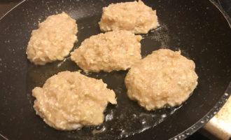 Куриные котлетки на сковороде