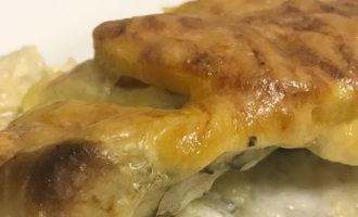 Морской окунь в сырном соусе