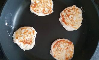 Сырные сырники на сковороде